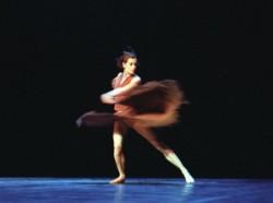 Béjart: Juan és Theresa: Béjart 1970-ben a belga fővárosban iskolát is alapított, s a Mudra sok neves művészt adott a balett világának. Tanárként is legalább olyan sikeres volt, mint táncosként és kor