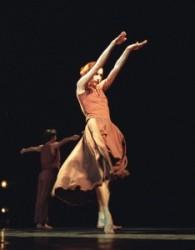 Béjart: Juan és Theresa: Béjart 1970-ben a belga fővárosban iskolát is alapított, s a Mudra sok neves művészt adott a balett világának. Tanárként is legalább olyan sikeres volt, mint táncosként és