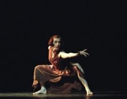 Béjart: Juan és Theresa: Béjart 1970-ben a belga fővárosban iskolát is alapított, s a Mudra sok neves művészt adott a balett világának. Tanárként is legalább olyan sikeres volt, mint táncoskén