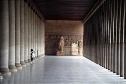Attalosz oszlopcsarnoka az athéni Agorán