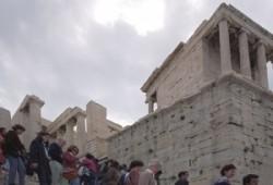 Az Akropolisz bejárata, jobbra a Győzeledelme Athéné templomával