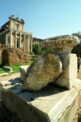 Antoniusz és Fausztina temploma a Fórumon.