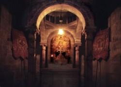 A meggyalázás kápolnája a Szentsír templomban Görög ortodox egyházé. Miután Pilátus elítélte Jézust a katonák kezére adták, megalázták, fejére tövis koszorút nyomtak te vagy a zsidók királya mondták.