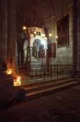 A meggyalázás kápolnája a Szentsír templomban Görög ortodox egyházé. Miután Pilátus elítélte Jézust a katonák kezére adták, akik megalázták, fejére tövis koszorút nyomták, megverték, kigúnyolták.