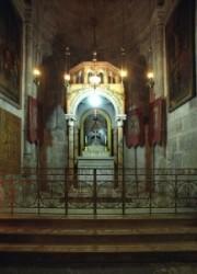 A meggyalázás kápolnája a Szentsír templomban Görög orthodox egyház gondozza. A kápolna a Szentsír bazilika kőr folyosóján található. Miután Pilátus elítélte Jézust a katonák gúnyolták, megverték.
