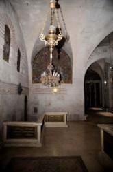 Emeleti kápolnák, oltárok.