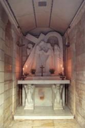 Keresztút negyedik állomása, IV. stáció a Via dolorosán. Jézus Krisztus találkozik anyjával Szűz Máriával. A megrázó találkozás sok művészt megihletett.