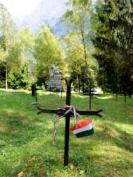Log pog Mangrtom katonai temető
