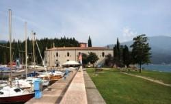 Parti erőd a Garda tónál.