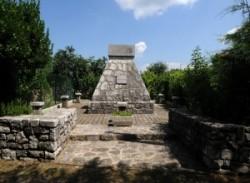 Novavas. Negyedik gyalog ezred emlékmű.