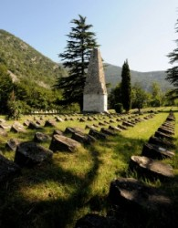 1918. november 3-án befejeződött első világháború magyar veszteségei arányaiban nagyobbak voltak a Monarchia osztrák tartományaiénál. Szlovénia több száz temetőjében magyar vagy a történelmi Magyarors