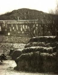 Szendrő város határában, az országút mentén szépen gondozott öreg zsidó temető van.ő