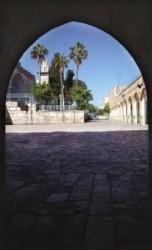 A mohamedán iskola udvara. Hajdan ezen a helyen állt Jézus Pilátus ítélő széke előtt.
