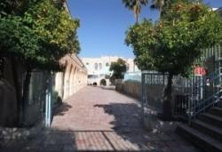 Hétköznap délelőtt gyerekzsivajtól hangos az el- Omarija mohamedán iskola udvara.