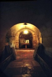 Az Ádám kápolna első részében volt Godrey de Bouillon és 1Baldwin eltemetve. Később a Görög ortodoxok eltávolították a két sírt.